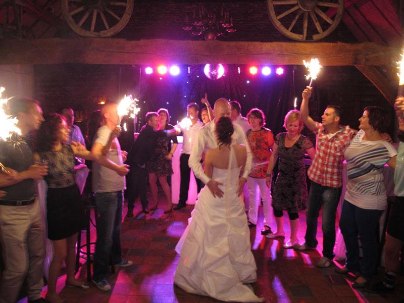 bruiloft dj met sterrendoek