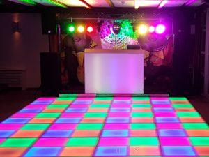 jaren 70/80 themafeest met verlichte dansvloer